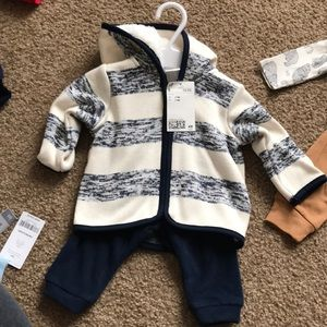 Boys size 2-4 month H&M outfit